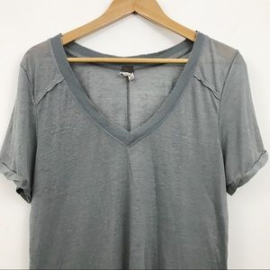 Free People gray high low V neck flowy tee L